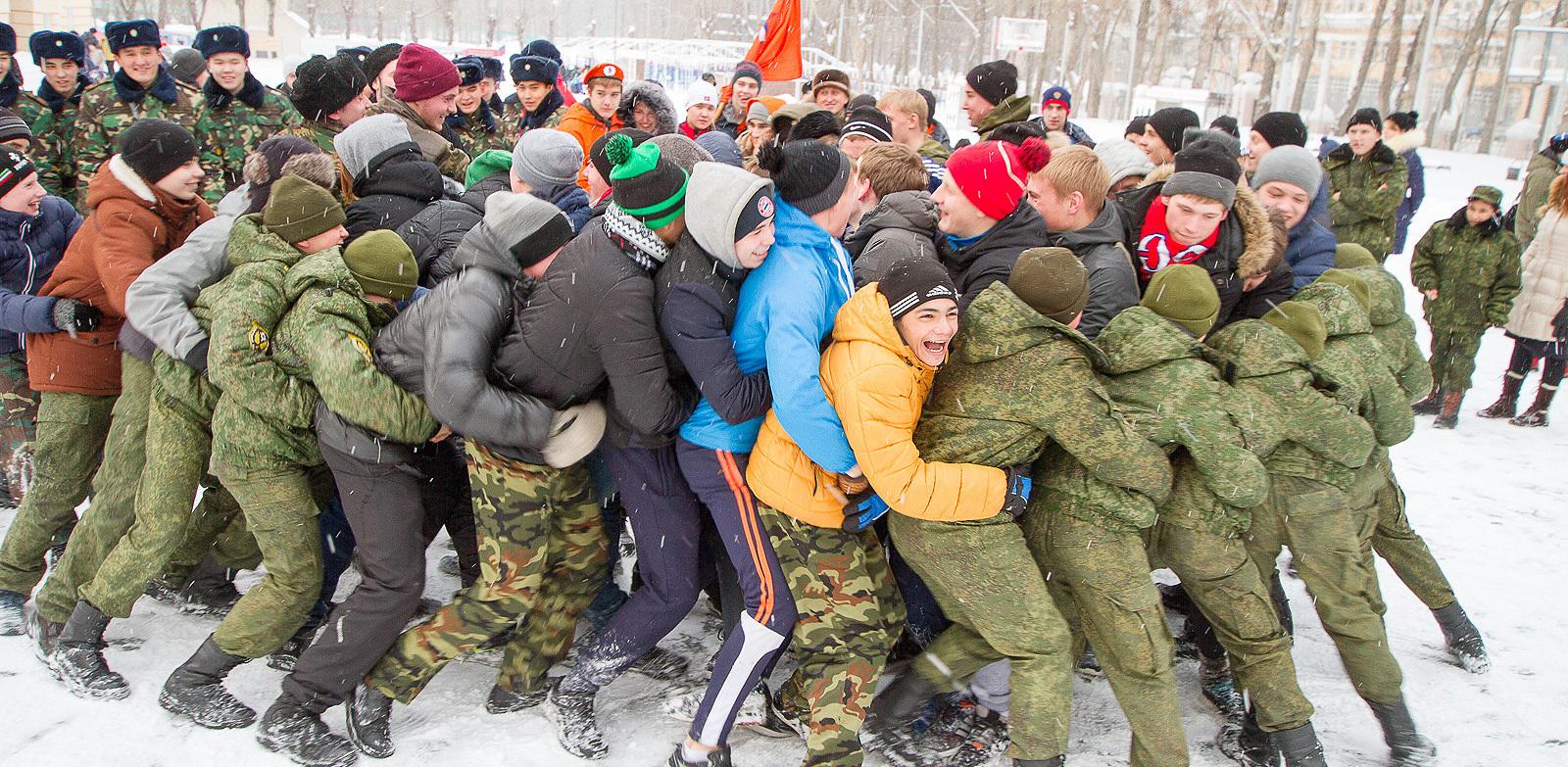 Как казаки детей патриотизму учили: фоторепортаж с соревнования юнармейцев в Суворовском училище