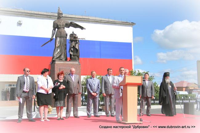 Торжественное открытие новой скульптуры в Частоозерье. © Михаил Новосёлов / www.dubrovin-art.ru