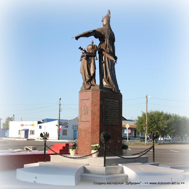 Скульптура «Россия» в селе Частоозерье, Курганская область. © Михаил Новосёлов / www.dubrovin-art.ru