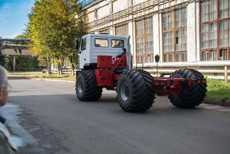В Санкт-Петербурге собрали первый вездеход проекта «Ямал»
