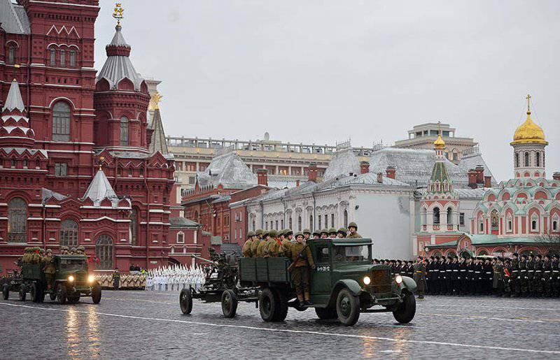На Красной площади прошла реконструкция парада 1941 года