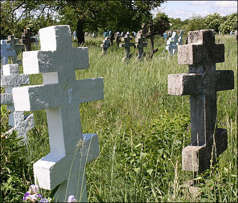 http://www.bbc.co.uk/worldservice/assets/images/2009/06/09/090609121359_staroobryadsy_crosses464.jpg
