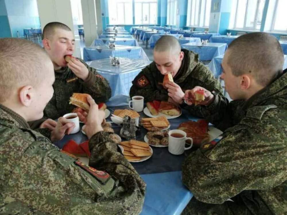 Именинников воинских частей Краснодарского края угостили пирогами