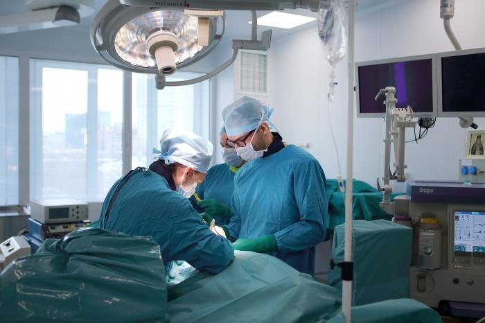 Столичные кардиохирурги спасли беременную пациентку и ее ребенка