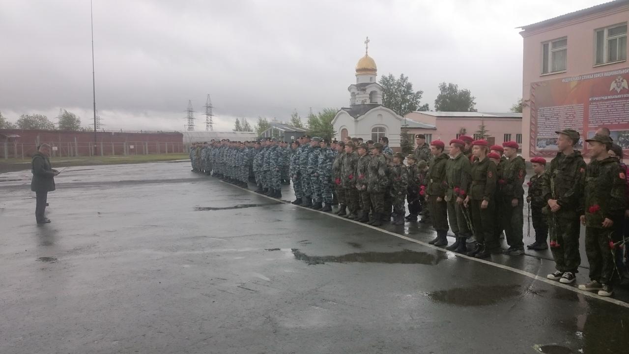 Возложение венков и цветов участниками Казачьего Дозора в Екатеринбурге