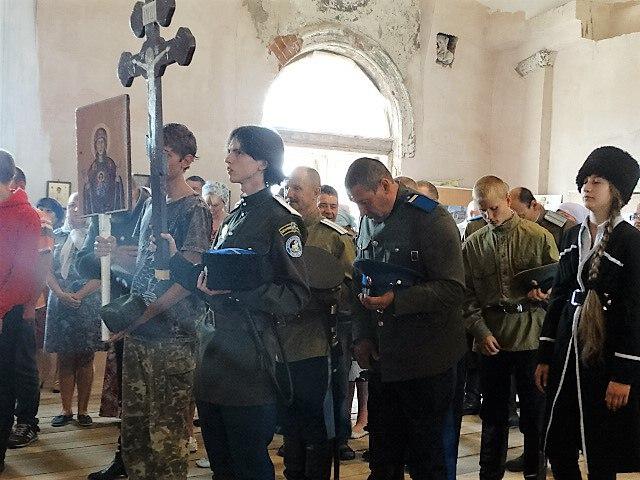 Казаки на литургии в Кособродке
