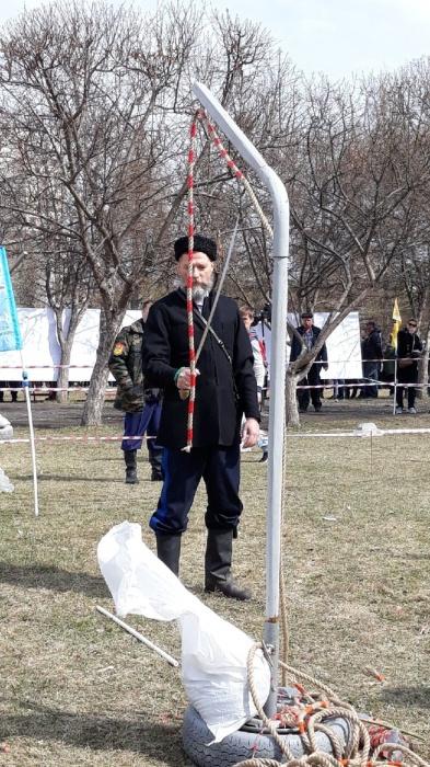 на фестивале у «Космоса» собрались казаки в национальных нарядах и крутые суперкары