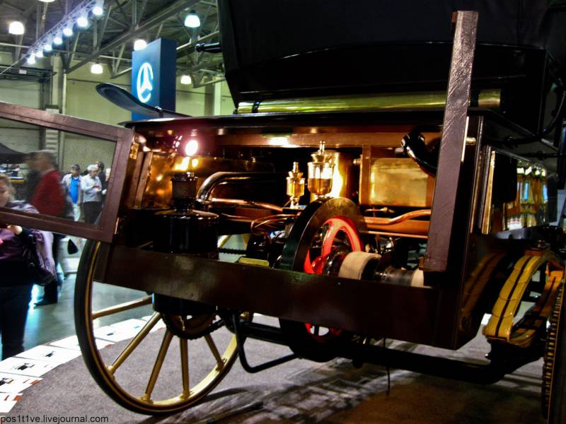 14 июля 1896 года на Всероссийской выставке в Нижнем Новгороде был представлен первый русский автомобиль