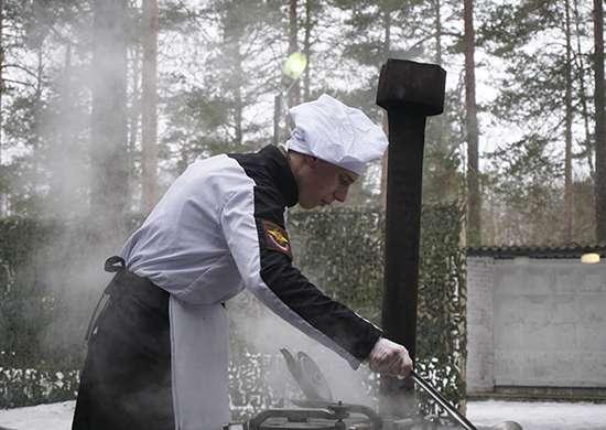 Военные повара из ЗВО выявили лидеров на отборочном этапе кулинарного конкурса «Полевая кухня»